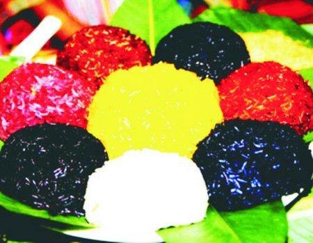 Xôi bảy màu là món ăn đậm nét văn hóa truyền thống của dân tộc Nùng ở Mường Khương, Lào Cai
